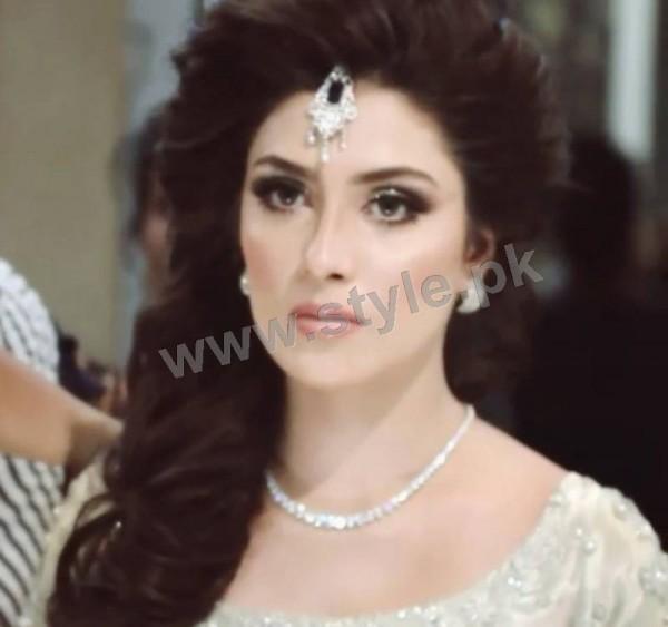 Ayeza Khan as a signature bride of Natashas Salon (3)