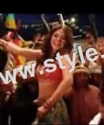 Bold looks of Ayesha Omar in item number Tutti Frutti 3