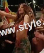 Bold looks of Ayesha Omar in item number Tutti Frutti 5