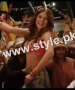 See Ayesha Omar is famous Pakistani celebrity who has performed item number in Karachi se Lahore. See Bold looks of Ayesha Omar in item number Tutti Frutti.