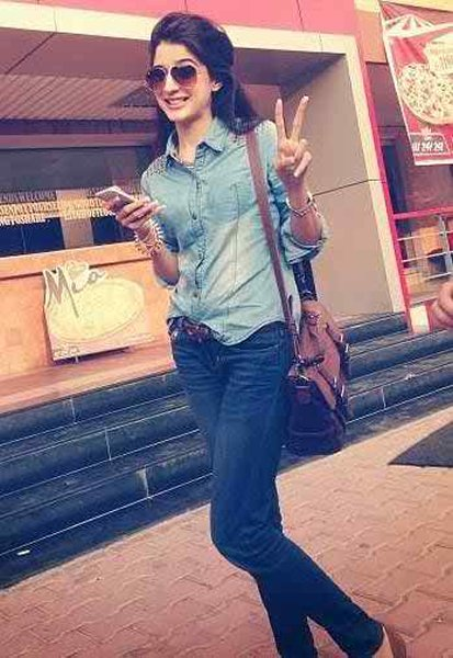 Pakistani Actresses And Their Height002