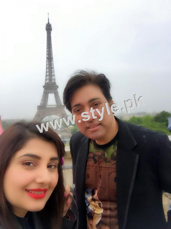 Pictures of Javeria and Saud with Family in Paris 11