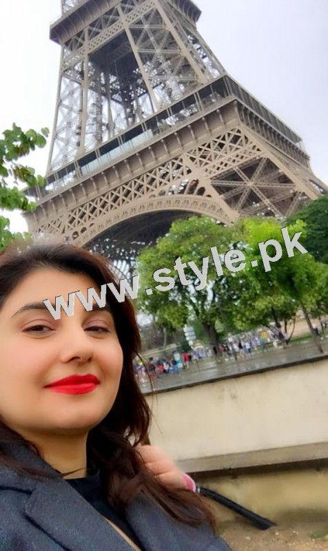 Pictures of Javeria and Saud with Family in Paris 16