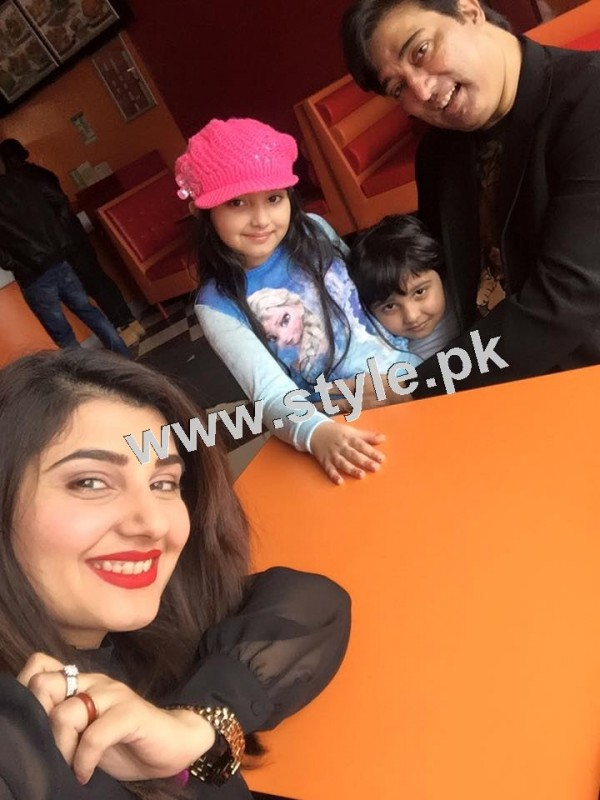 Pictures of Javeria and Saud with Family in Paris 22