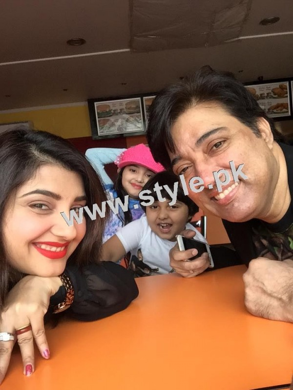 Pictures of Javeria and Saud with Family in Paris 26