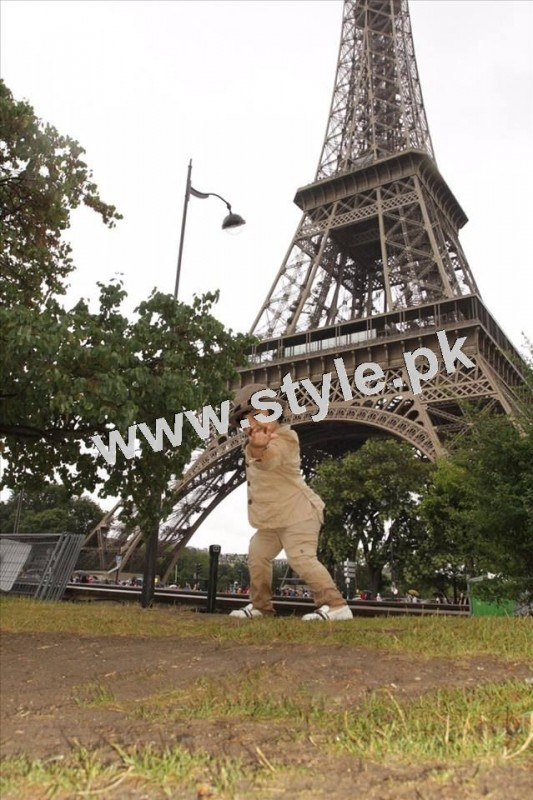 Pictures of Javeria and Saud with Family in Paris 3