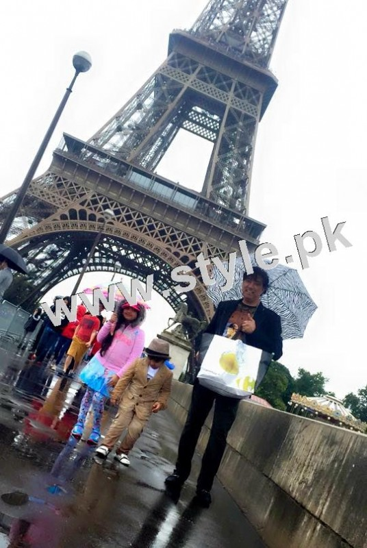 Pictures of Javeria and Saud with Family in Paris 5