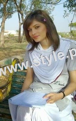 Pictures of Pakistani Celebrities during study days 5