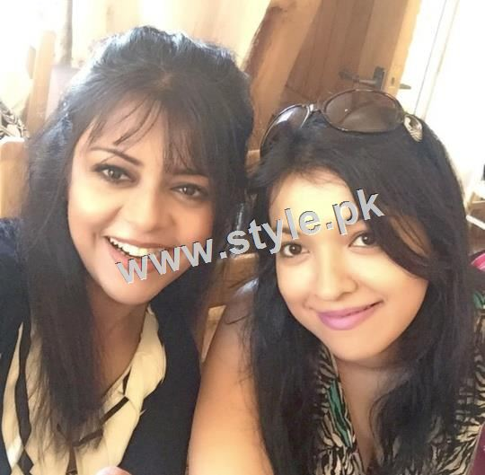 Pictures of Pakistani Celebrities with their sisters 6