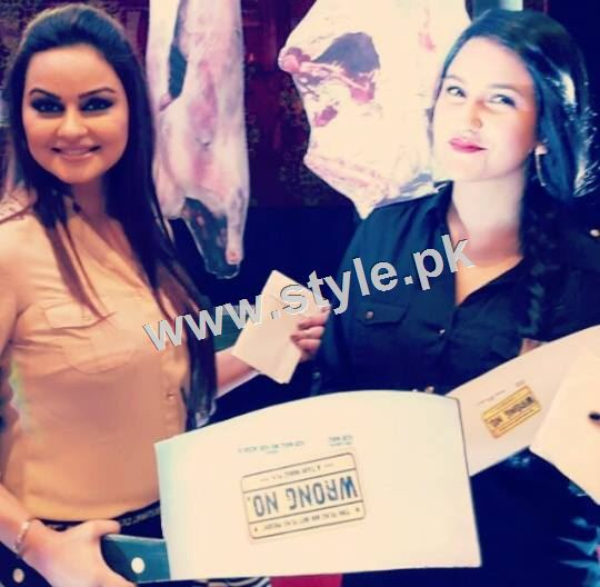 Pictures of Pakistani Celebrities with their sisters 7