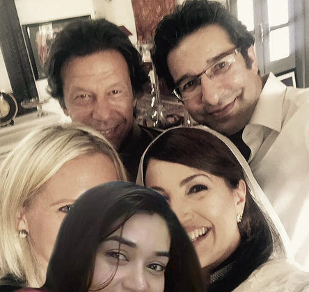 See Social media making fun of Komal Rizvi's selfie with Edhi
