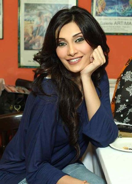 Which Pakistani Celebrities Left Their Life Partners Becuase They Were Involved In Suspicious Activities003