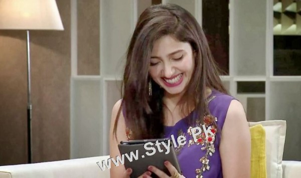 13 Pictures in which Mahira Khan is Smiling High  (11)