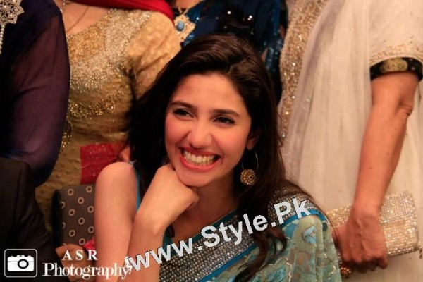 13 Pictures in which Mahira Khan is Smiling High  (15)