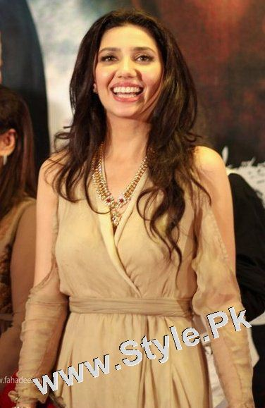 See 13 Pictures in which Mahira Khan is Smiling High