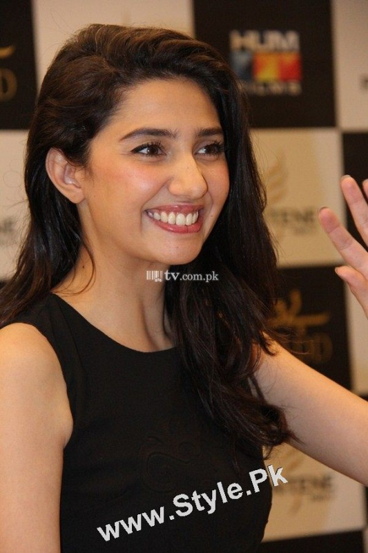 13 Pictures in which Mahira Khan is Smiling High  (5)