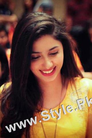 13 Pictures in which Mahira Khan is Smiling High  (6)