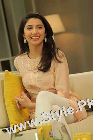 13 Pictures in which Mahira Khan is Smiling High  (7)