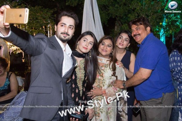 Ayeza Khan's  first public appearance after her baby's birth (3)