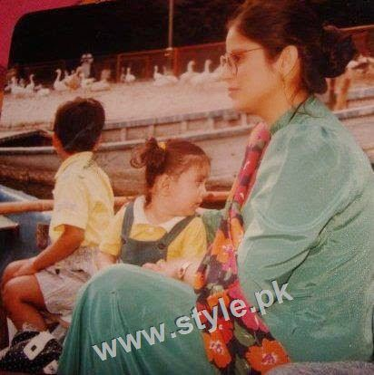 Childhood pictures of Ayeza Khan 5