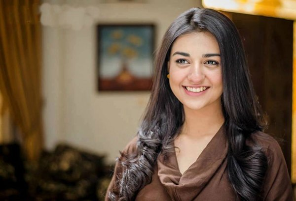 Pakistani Actress Sarah Khan Profile And Pictures008