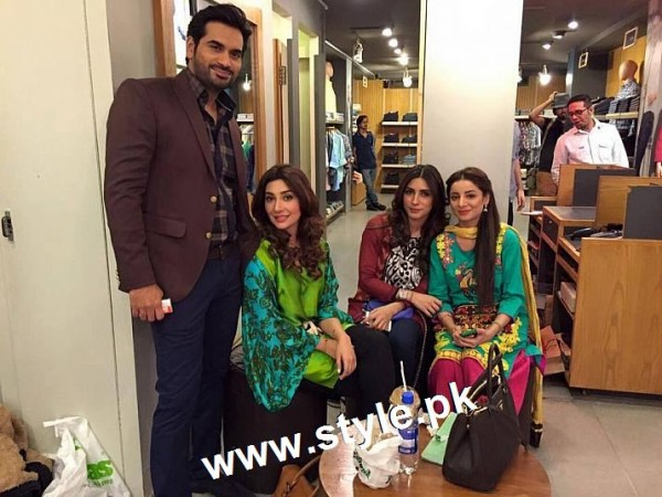 See Pakistani Celebrities who are friends in real life
