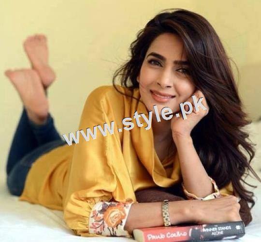 Pakistani Celebrities who look stunning in yellow 8