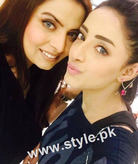 Pakistani celebrities who look good in colored eye lenses (3)