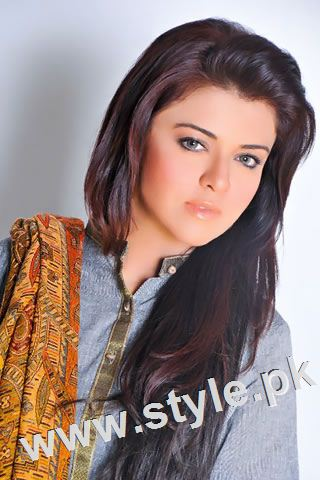 Pakistani celebrities who look good in colored eye lenses (4)