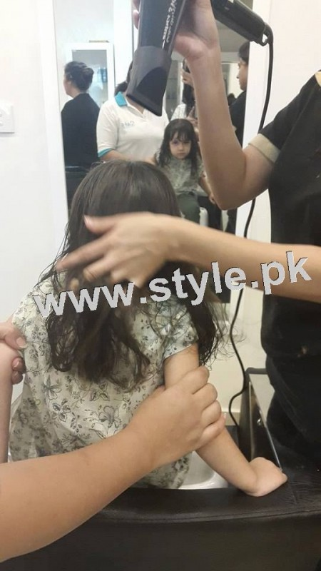 Pictures of Fahad Mustafa's daughter while having a haircut 5