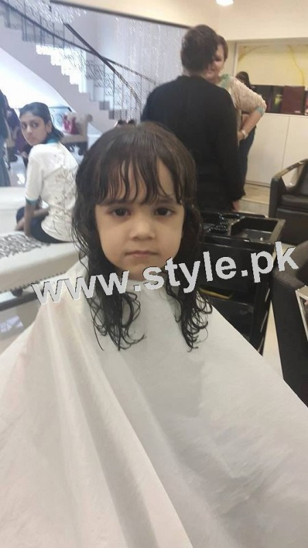 Pictures of Fahad Mustafa's daughter while having a haircut 6