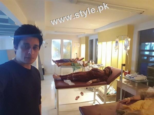 Sahir Lodhi took selfies in hospital! Repeated Komal Rizvi's act
