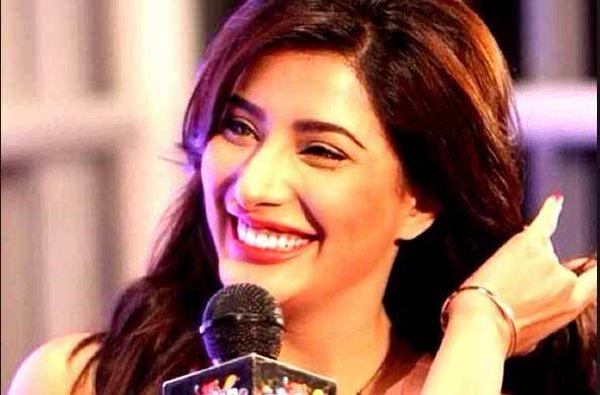 Top 5 Pakistani Actresses With Beautiful Smiles003