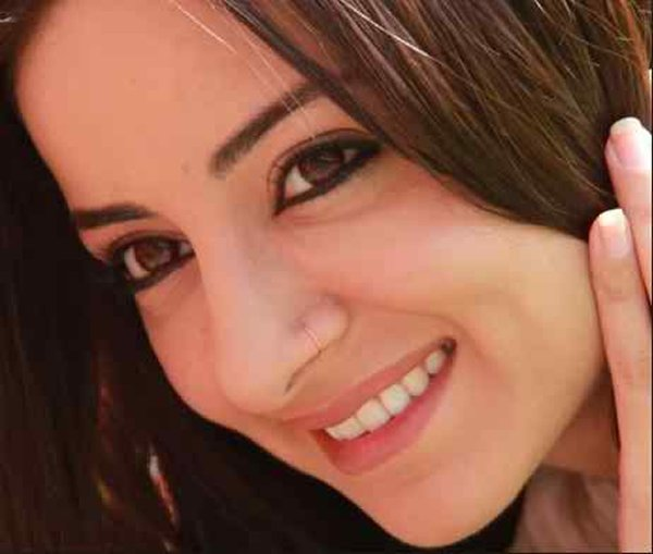 Top 5 Pakistani Actresses With Beautiful Smiles005