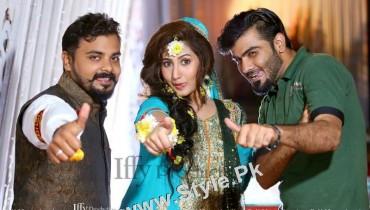 See Mehndi Pictures of Actress Pari Hashmi