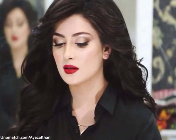 Ayeza khan hot looks