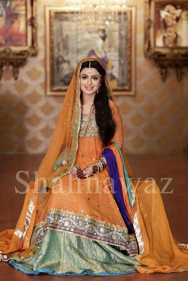 Mehndi Bride Outfit : Pakistani mehndi dresses style pk