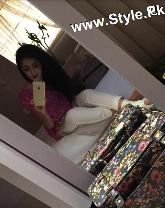 Sanam Chauhdry got her foot fractured (2)