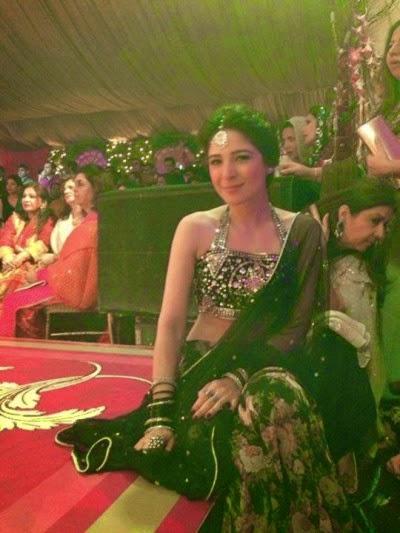 actress ayesha omer saree