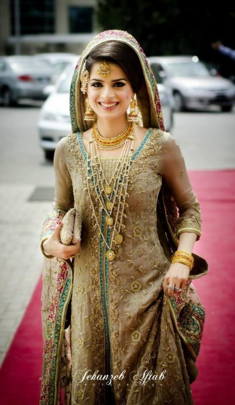 Brides with light color dresses can wear jewellery like RANI HAAR with ...