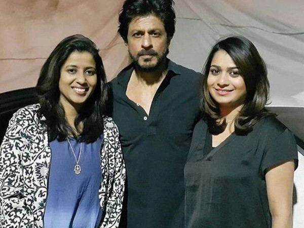 Shah Rukh Khan with fans