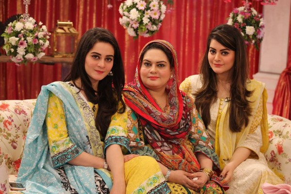 Aiman Khan And Minal Khan With Their Mother In Gmp