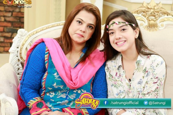 Recent Pictures of Arisha Razi with her Mother (10)