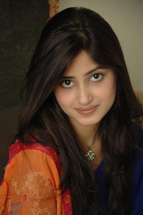 sajal ali eyes style pk