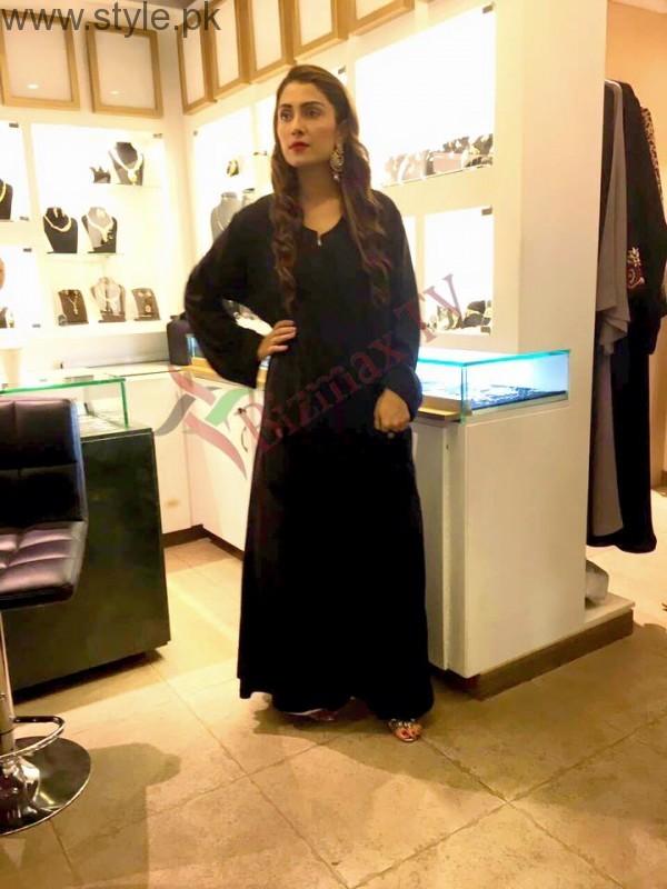 Ayeza Khan in Rabaya Hijab and Abaya (3)