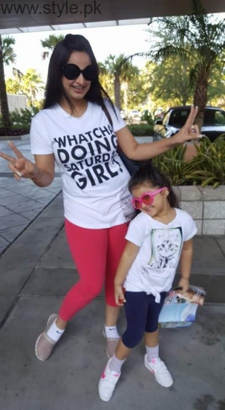 Noor Bukhari Enjoying In Usa With Her Family Style Pk