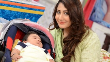 Pari Hashmi with her baby in Good Morning Pakistan (3)