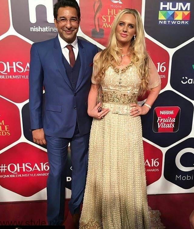 wasim akran wife hum style awards