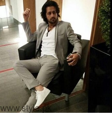 White Sneakers Trend in Pakistani Celebrities (3)