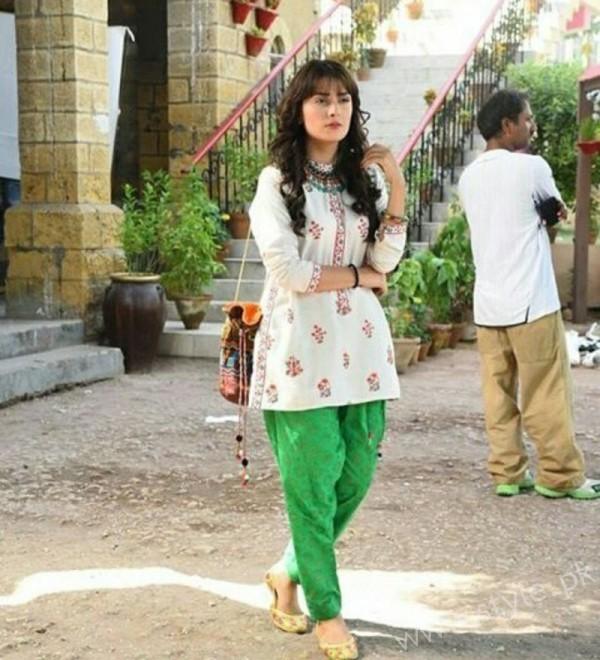 Ayeza Khan and Imran Abbas Cast Of Mohabbat Tum Se Nafrat Hai (13)